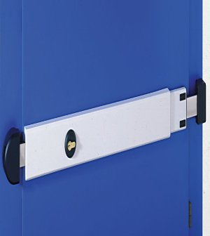 The Viro Adjustable Locking Bar fits doors with a width of between 73 and 98 cm.