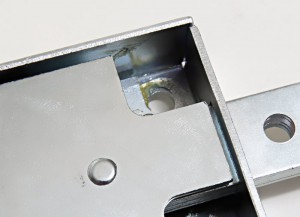 The case of the Viro 8270 Series armoured lock for shutters is made of galvanized steel with a greater thickness (2 mm).
