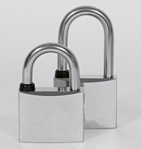 The general marine padlocks have a stainless steel shackle and a chromed-plated body, in order to better withstand moisture.