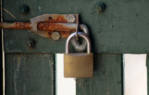 Example of weaker fixing point of the padlock (photo: flickr/Paul).